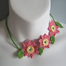 KnittingGuru Floral Crochet Necklace Choker
